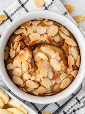 Baked Oats served with sliced bananas on the side